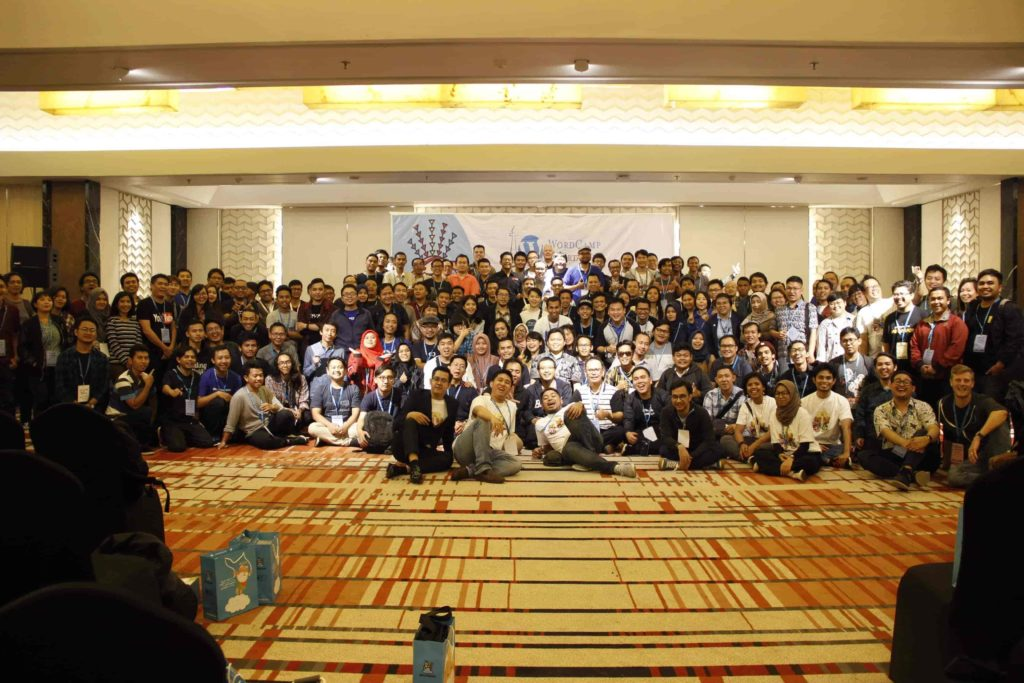 Group photo of all WordCamp attendees